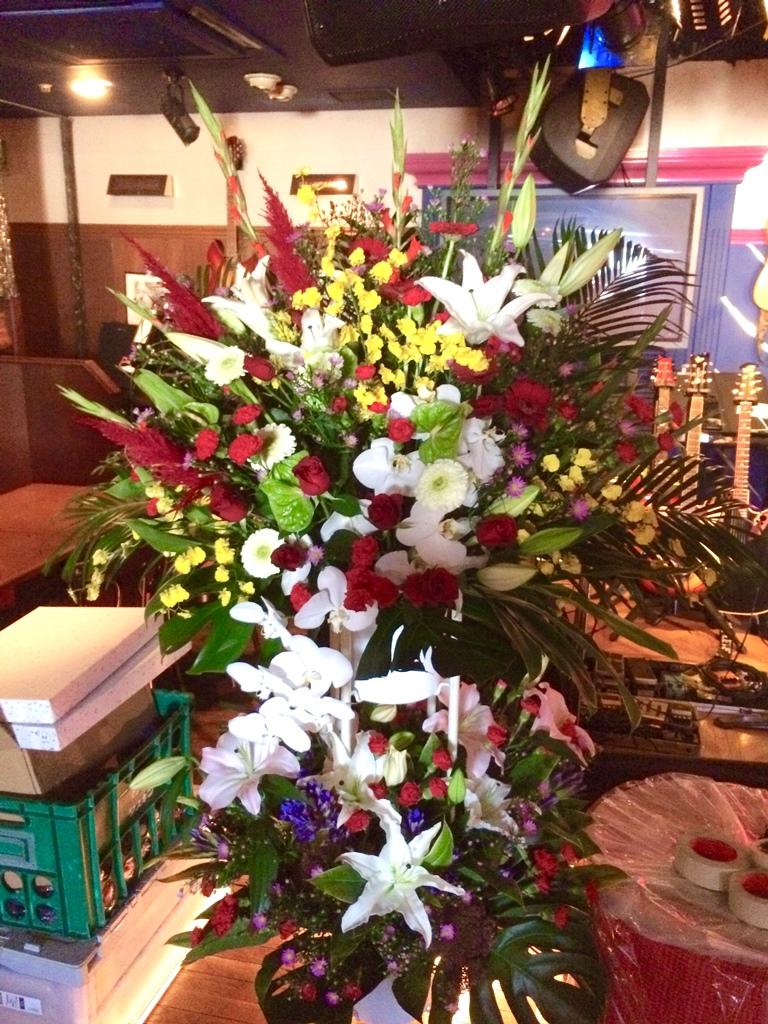 【お花納品事例19】神奈川県横浜市関内にあるライブハウスにスタンド花を配達しました!