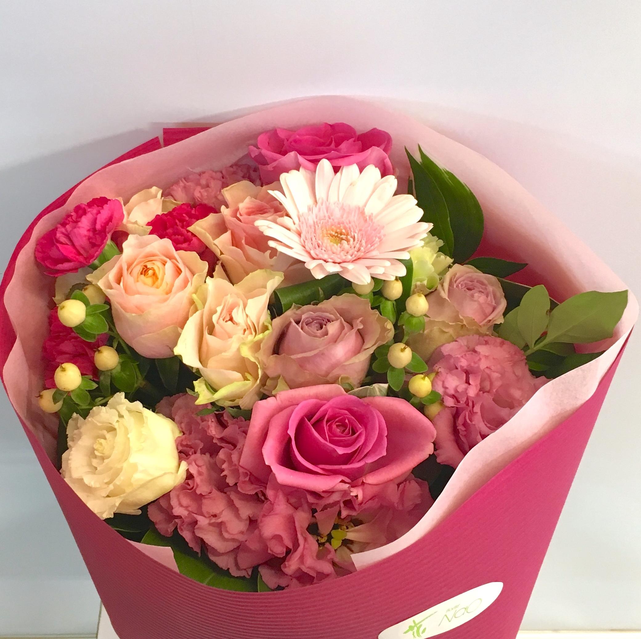 【ナオ花屋の納品事例57】横浜市中区関内の法人企業様へ花束を配達しました!