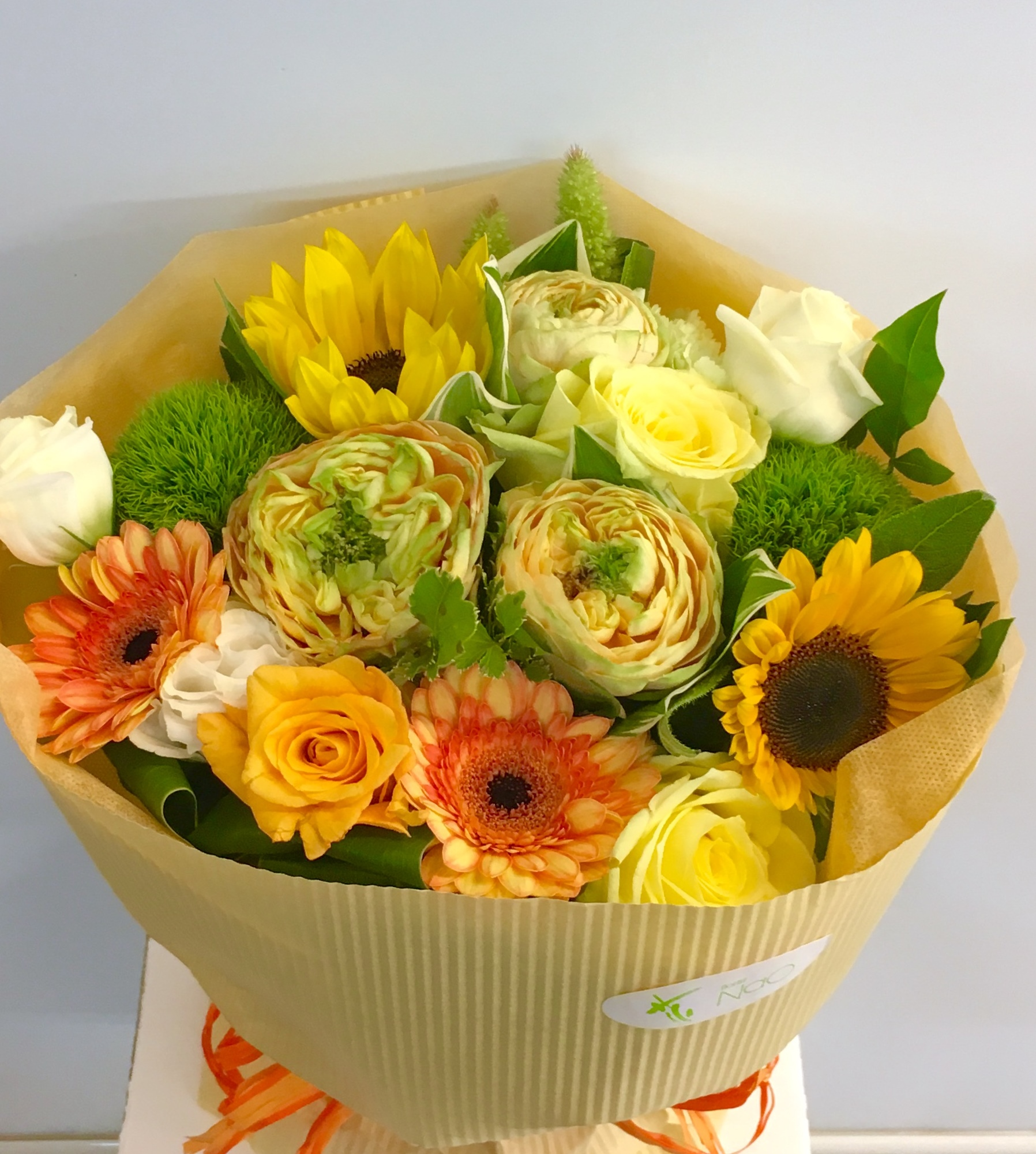 【ナオ花屋の納品事例55】横浜市関内の法人企業様へ胡蝶蘭を配達しました!