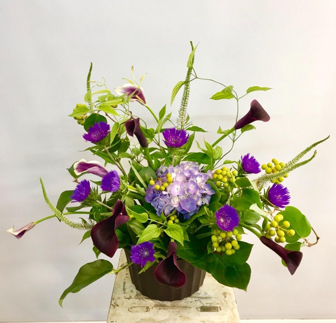 【ナオ花屋の納品事例60】横浜市神奈川県民ホールへスタンド花を配達しました!