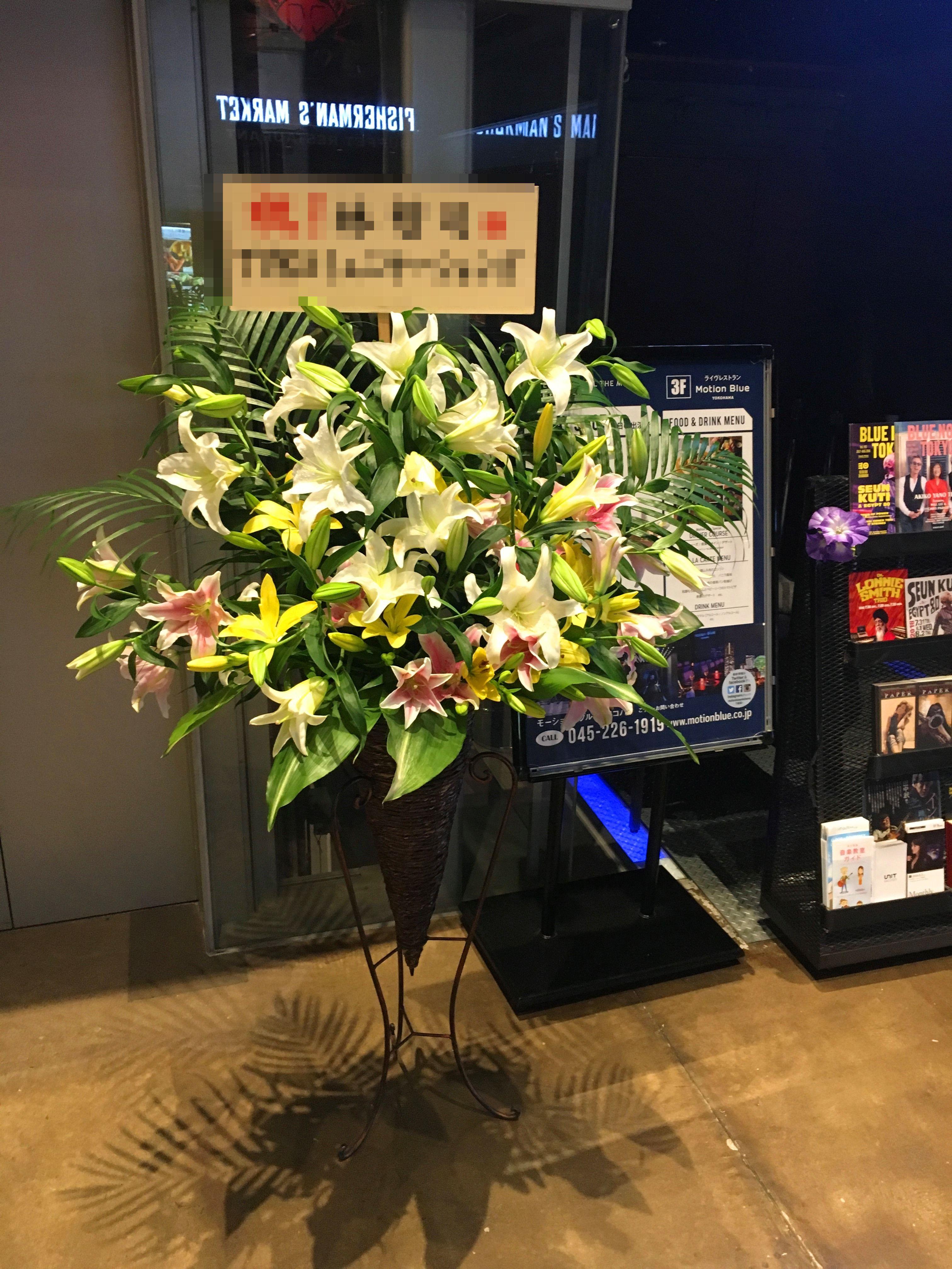 【ナオ花屋の納品事例90】赤レンガ倉庫モーションブルーヨコハマへスタンド花を配達しました!