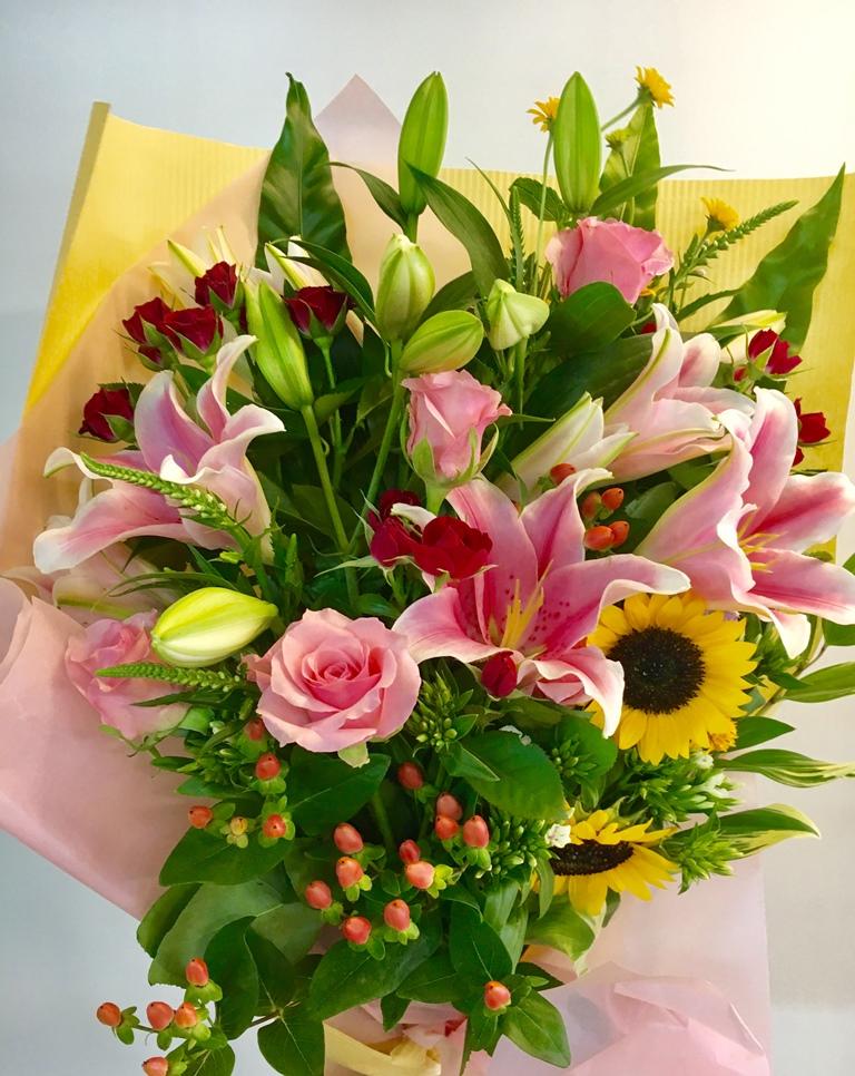 【ナオ花屋の納品事例104】横浜市関内福富町の法人企業様へ花束を配達しました!