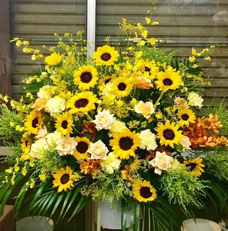 【ナオ花屋の納品事例100】横浜市関内カモメライヴマターズへスタンド花を配達しました!