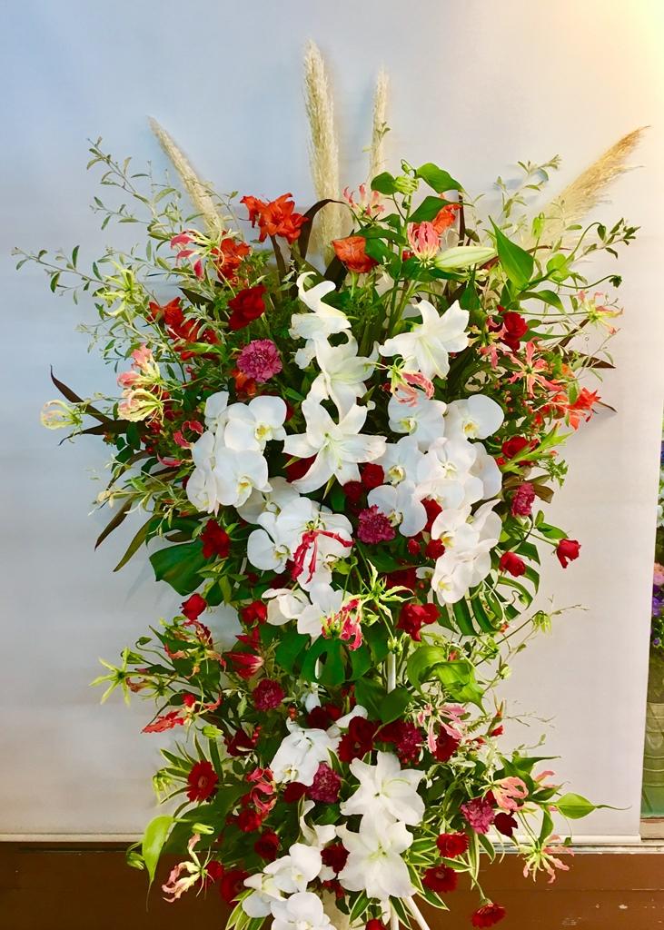 【ナオ花屋の納品事例109】横浜みなとみらいホールへスタンド花を配達しました!