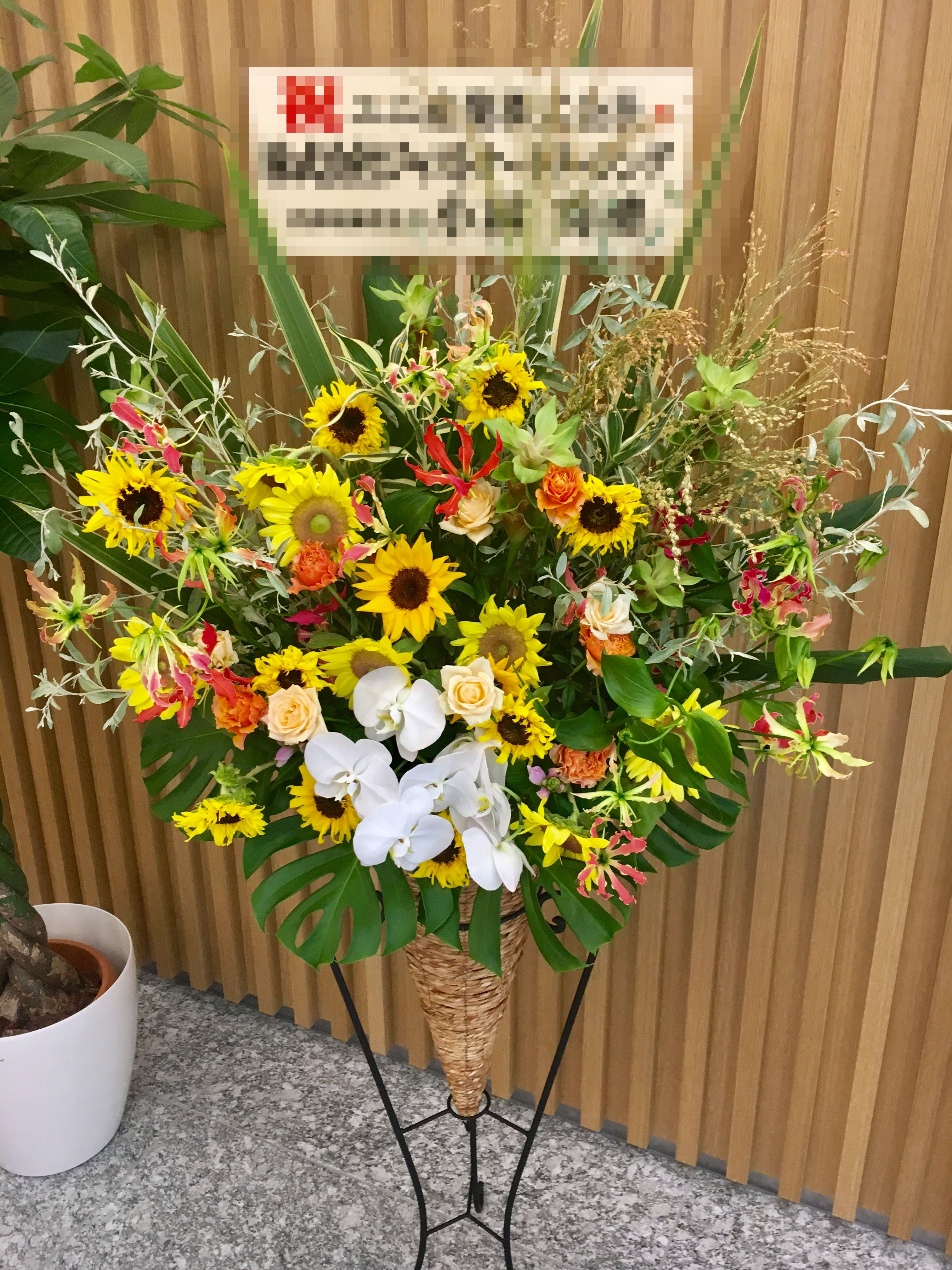 【ナオ花屋の納品事例120】横浜市関内の横浜文化体育館へスタンド花を配達しました!