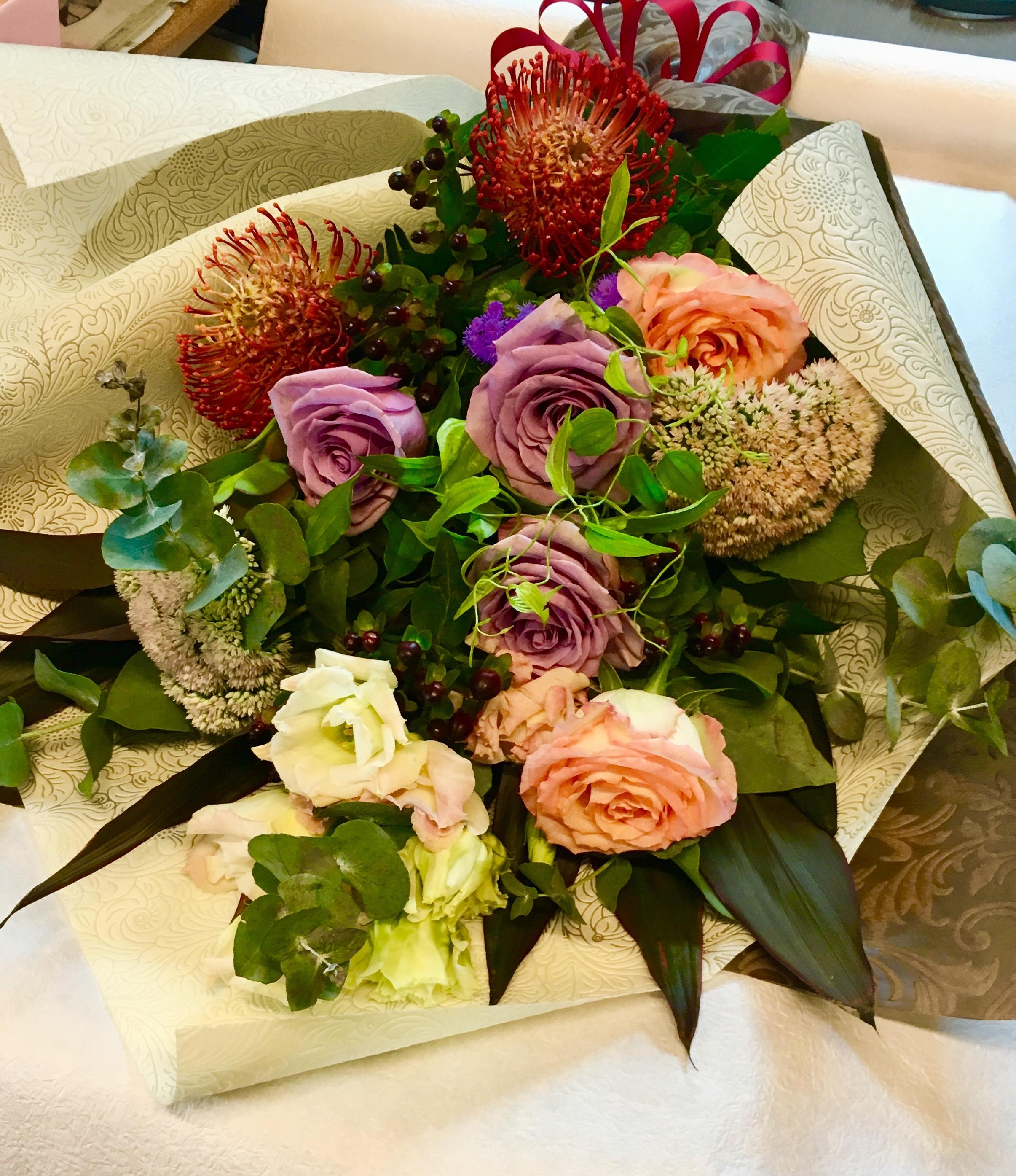 【ナオ花屋の納品事例125】横浜市関内相生町の法人企業様へ花束を配達しました!