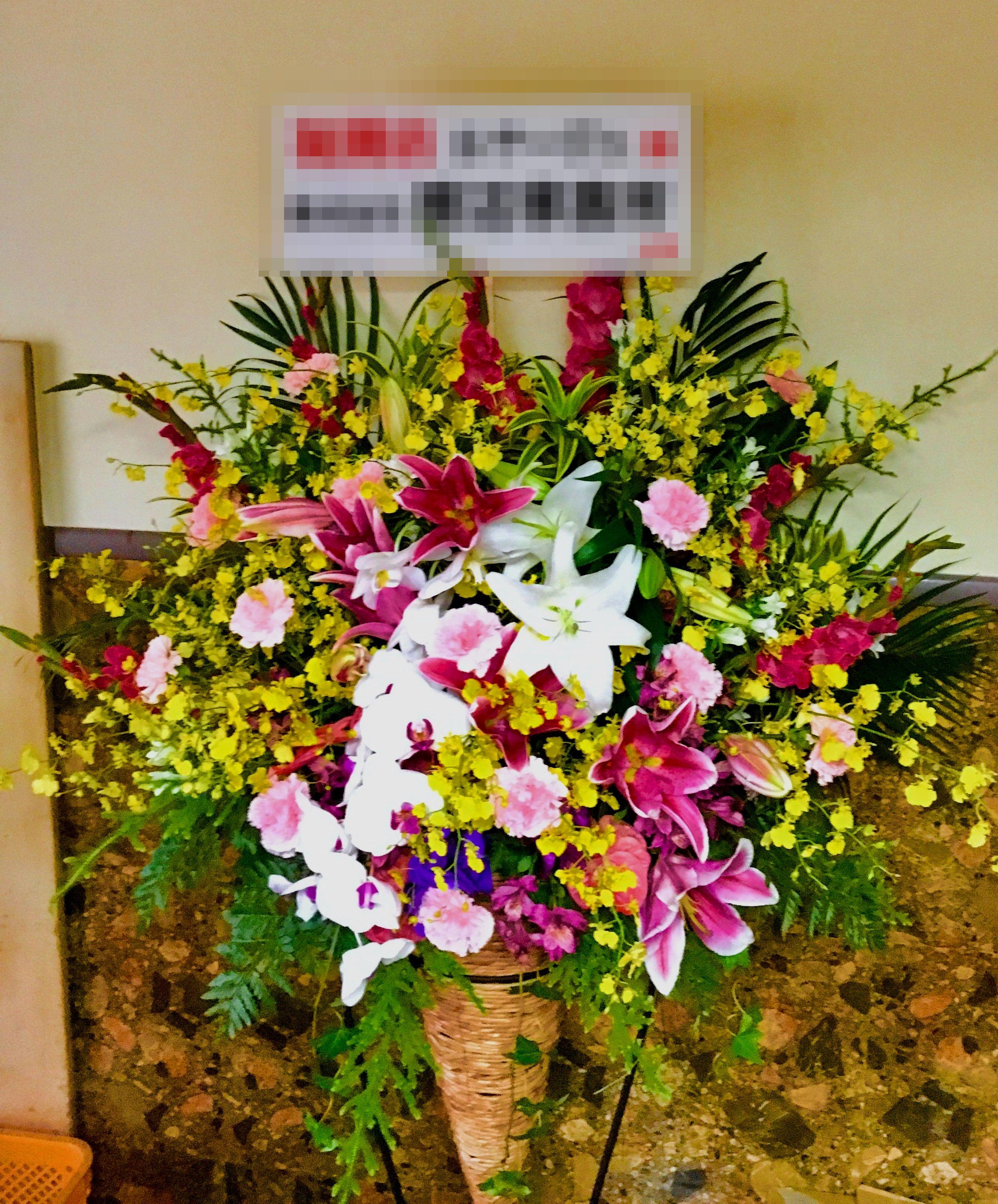 【ナオ花屋の納品事例143】横浜市桜木町ゴールデンギャラリーへアレンジメントを配達しました!
