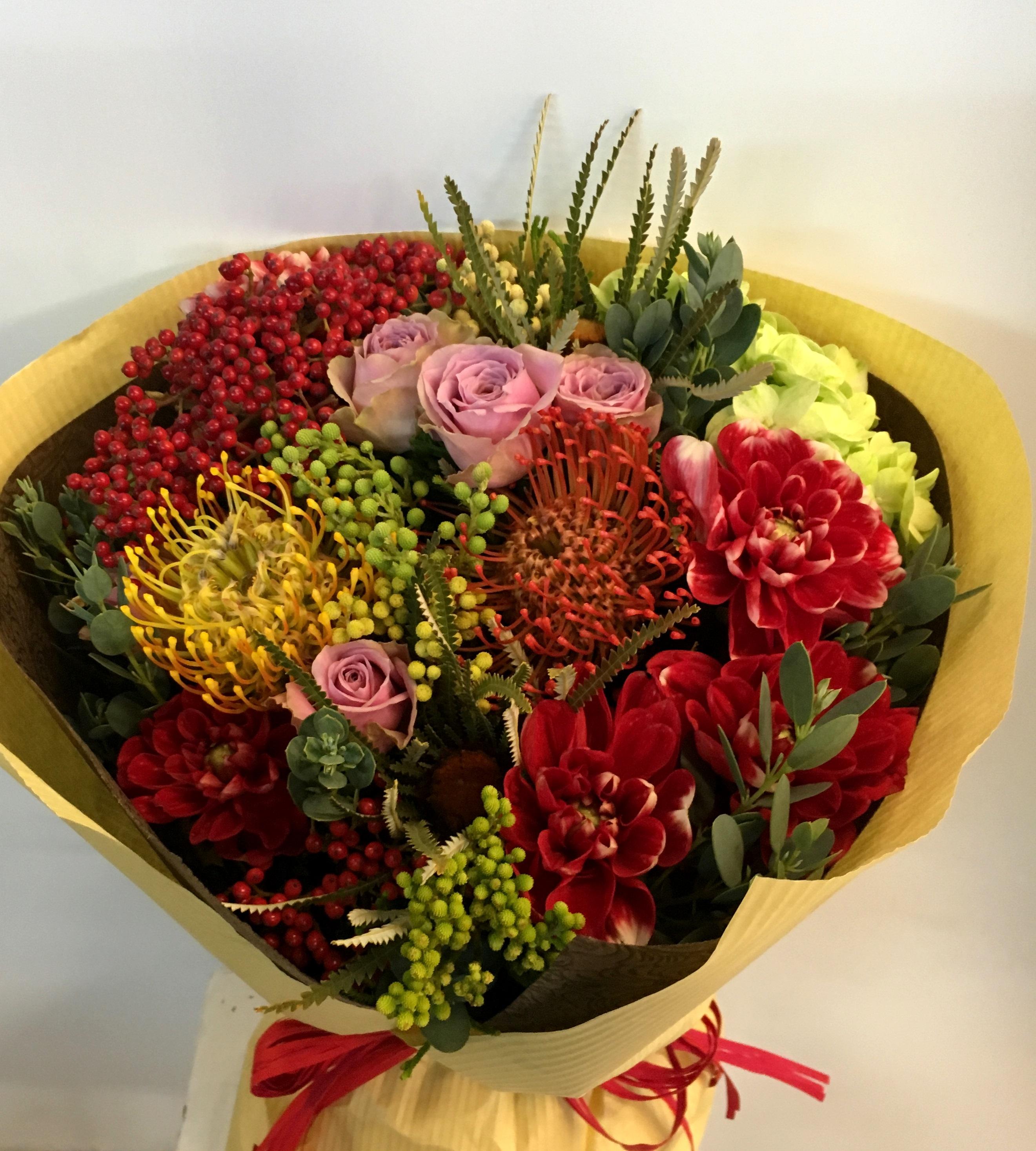 【ナオ花屋の納品事例146】横浜市関内本町の法人企業様へ花束を配達しました!