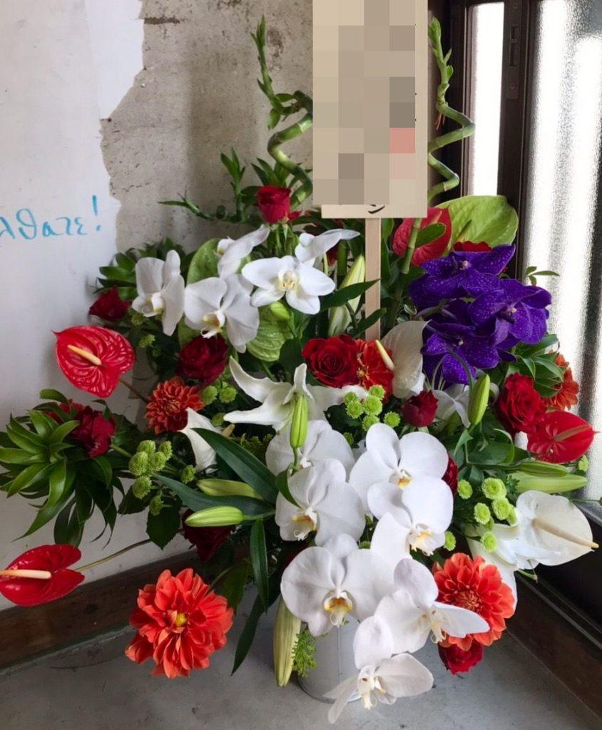 【ナオ花屋の納品事例182】神奈川県民ホールへアレンジメントを配達しました!
