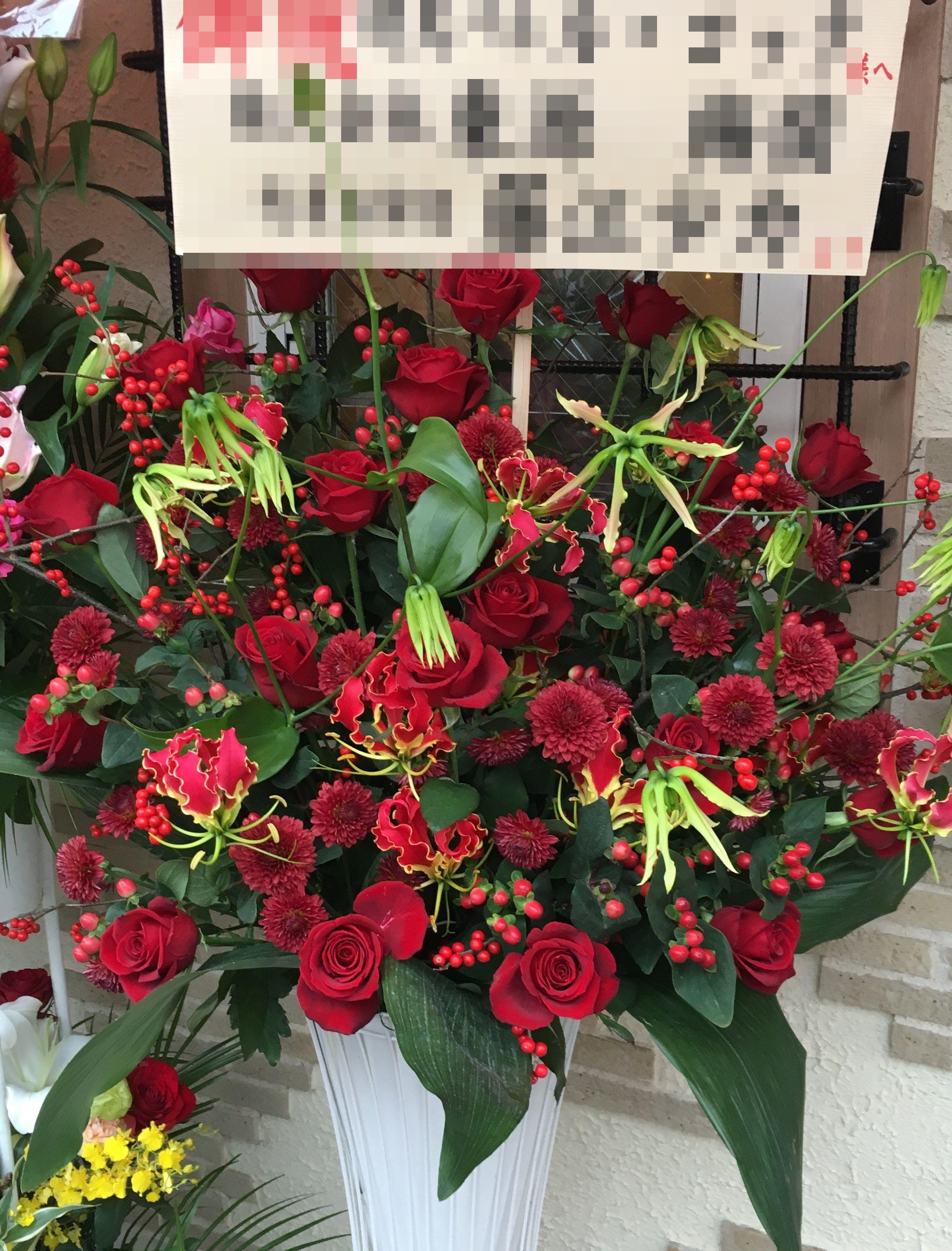 【ナオ花屋の納品事例189】横浜市桜木町ぴおシティへスタンド花を配達しました!