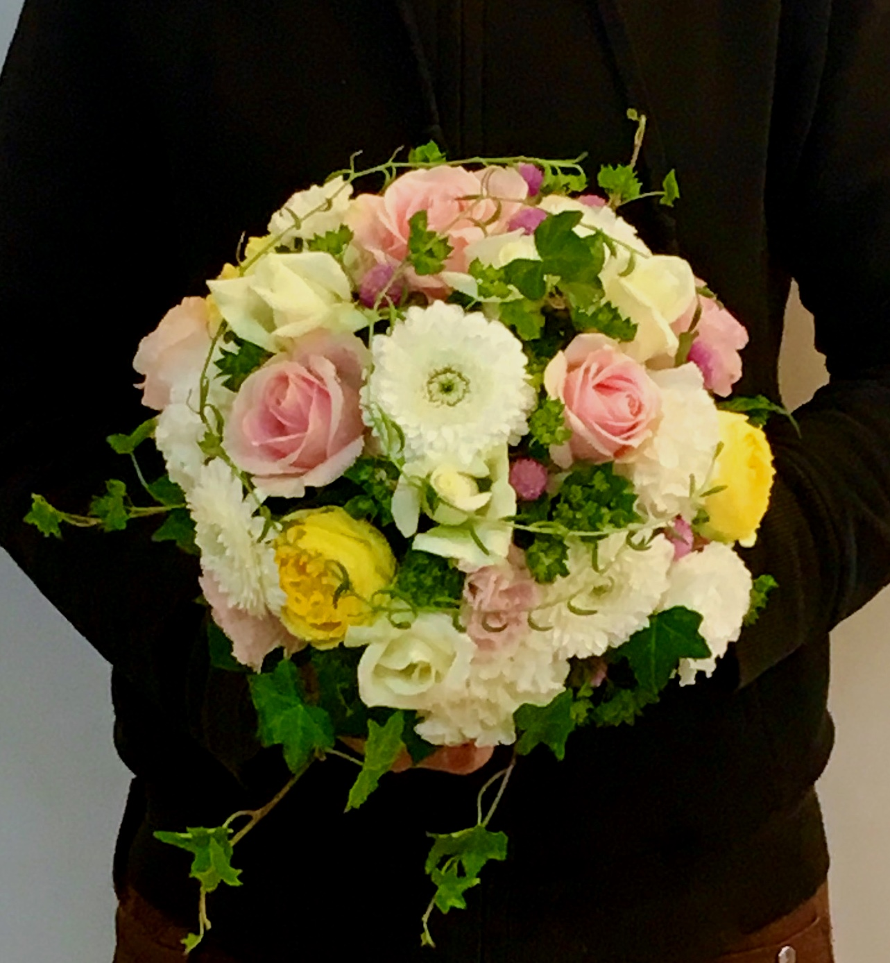 【ナオ花屋の納品事例192】横浜市の法人企業様へアレンジメント受付花を配達しました!