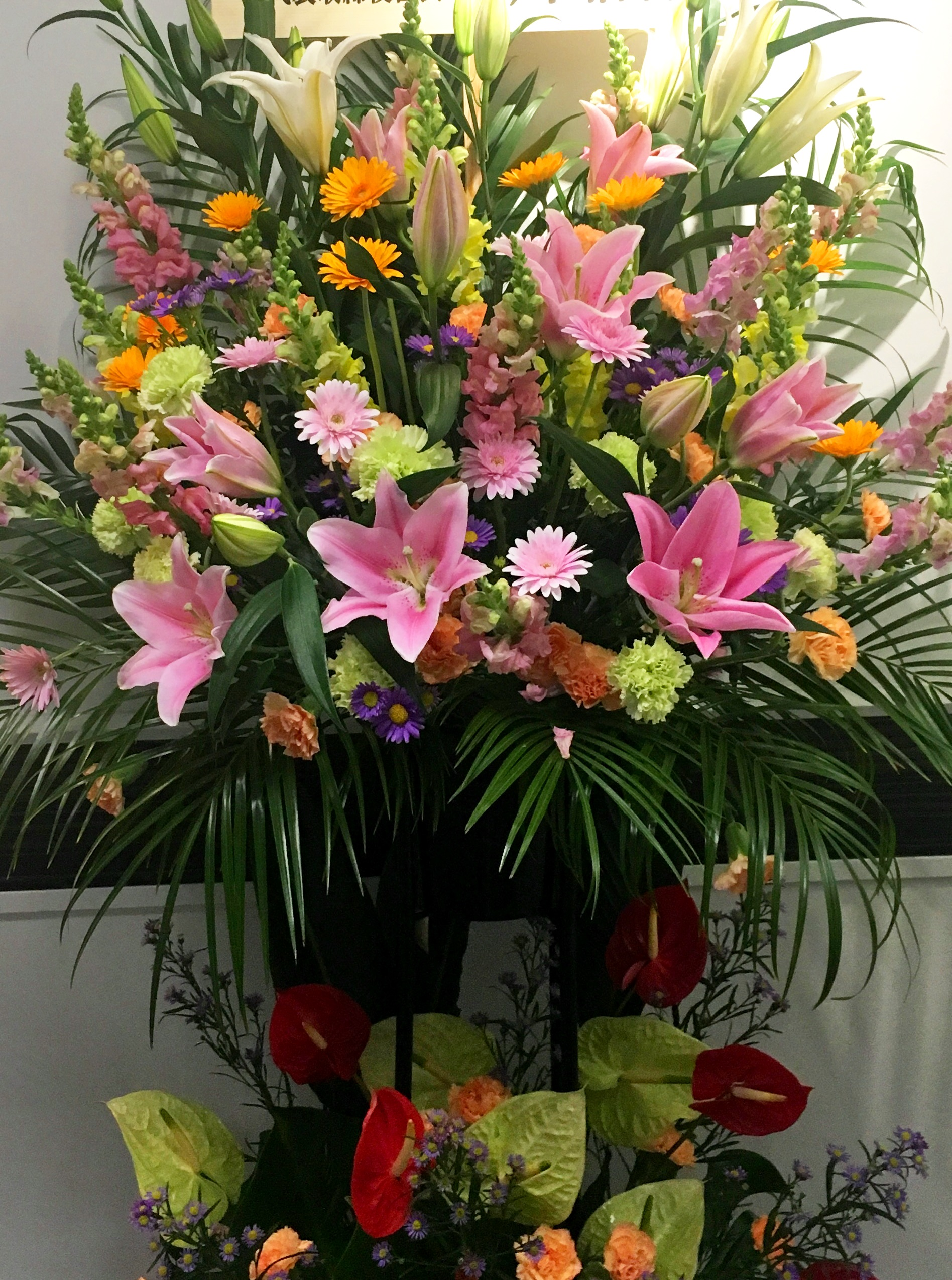 【ナオ花屋の納品事例213】横浜赤レンガ倉庫へスタンド花を即日当日配達しました!