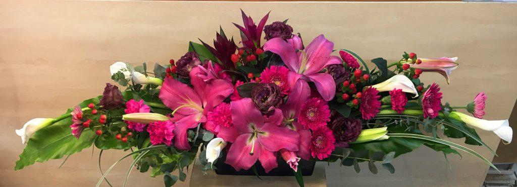 【ナオ花屋の納品事例235】横浜市関内へテーブル用フラワーアレンジメント(卓上花)を配達しました!