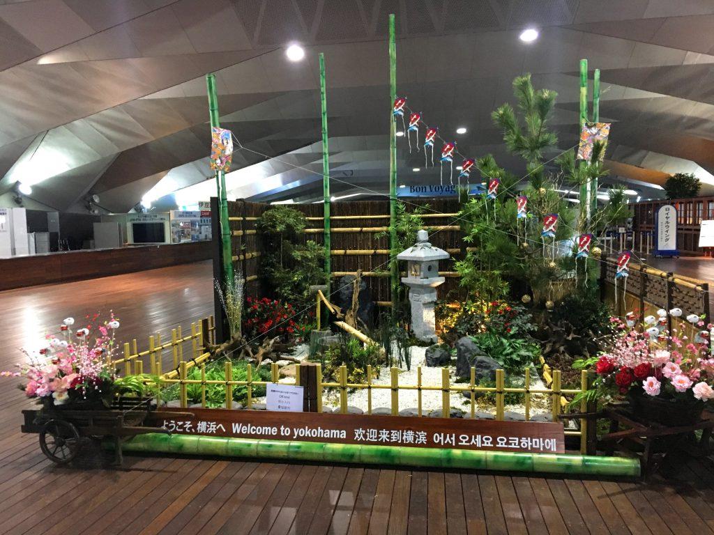 【ナオ花屋の納品事例231】横浜港大さん橋国際客船ターミナル様のお正月装飾をしました。