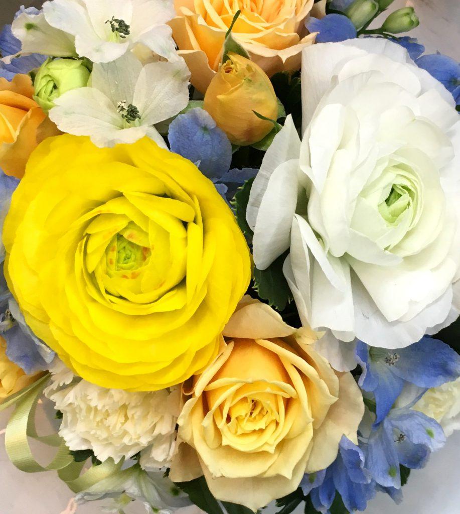 【ナオ花屋の納品事例246】神奈川県民ホールへ花束を即日当日配達しました!