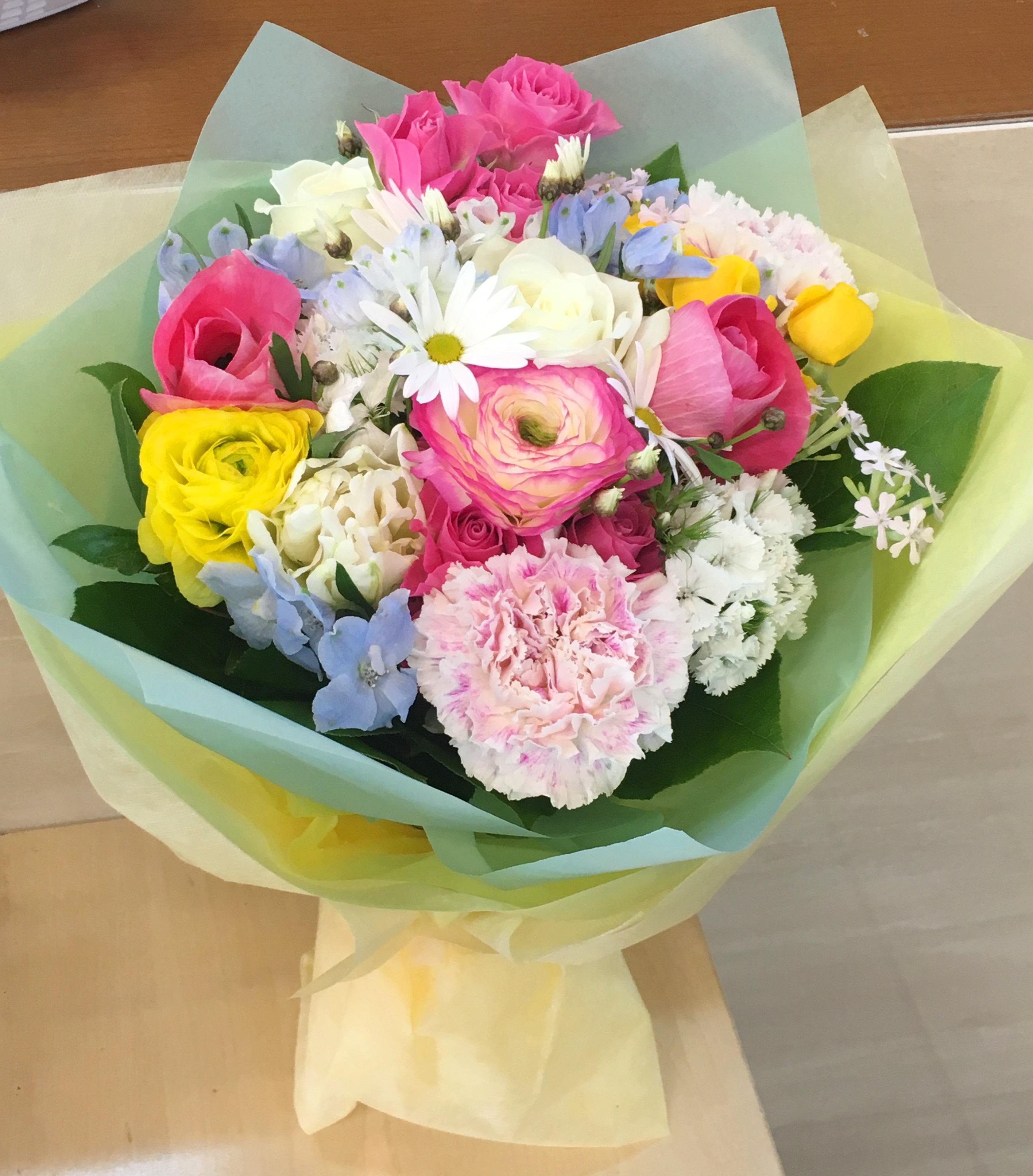 【ナオ花屋の納品事例247】横浜市関内へお供えフラワーアレンジメントを即日当日配達しました!