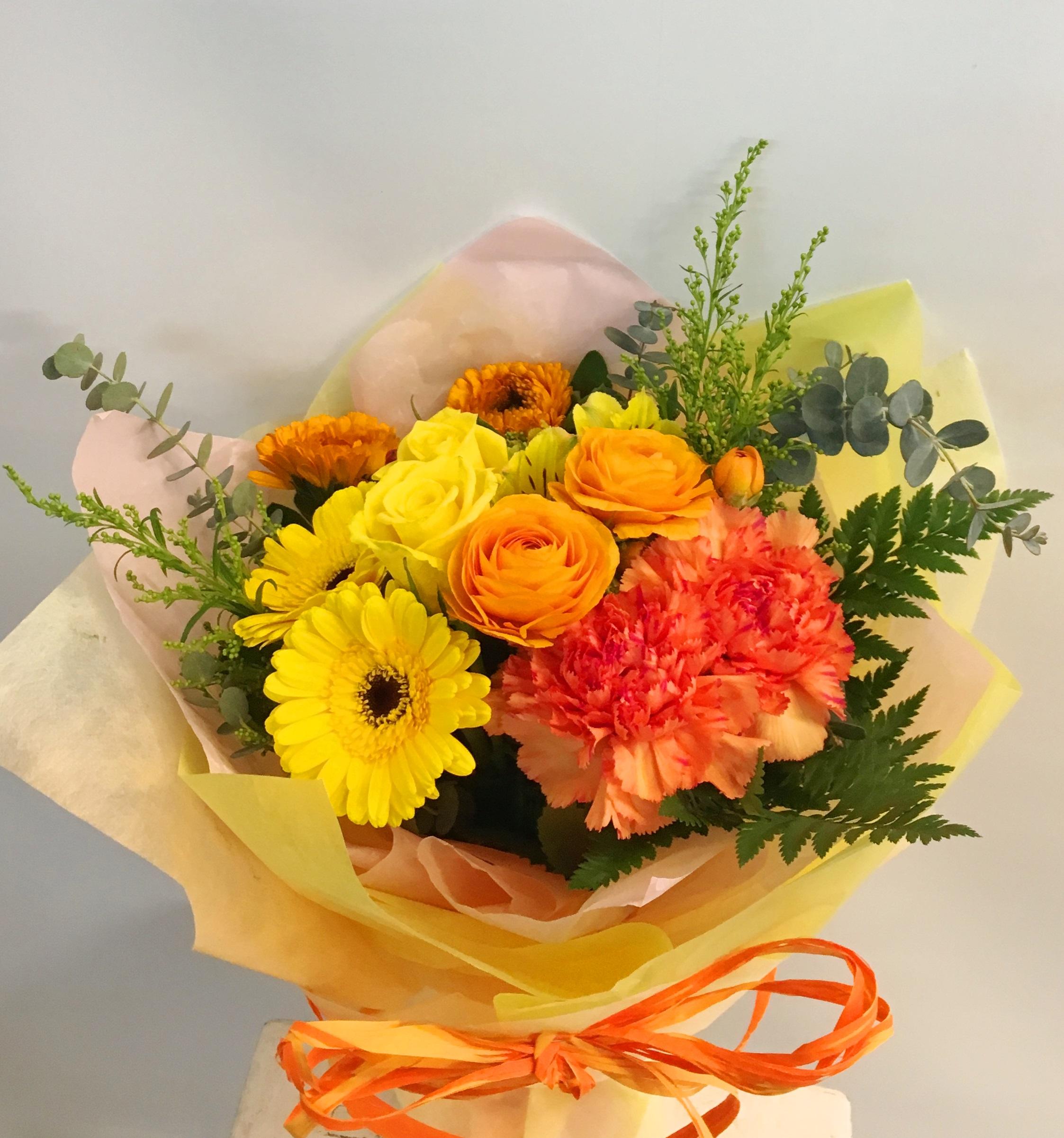 横浜市関内のパブ・ラウンジへスタンド花を即日当日配達しました!【横浜花屋の花束・スタンド花・胡蝶蘭・バルーン・アレンジメント配達事例283】