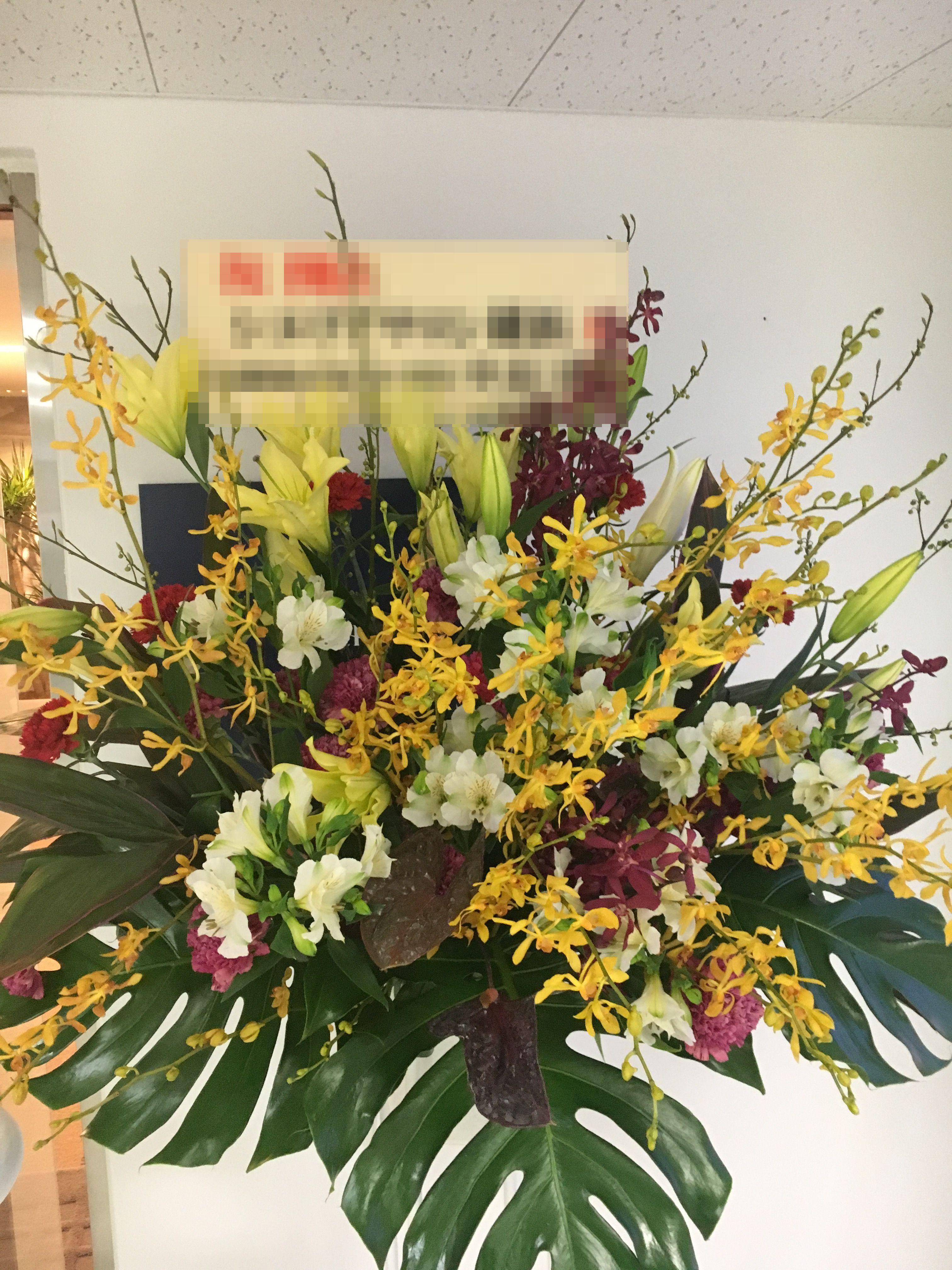 横浜ランドマークタワーへ花束を即日当日配達しました!【横浜花屋の花束・スタンド花・胡蝶蘭・バルーン・アレンジメント配達事例264】