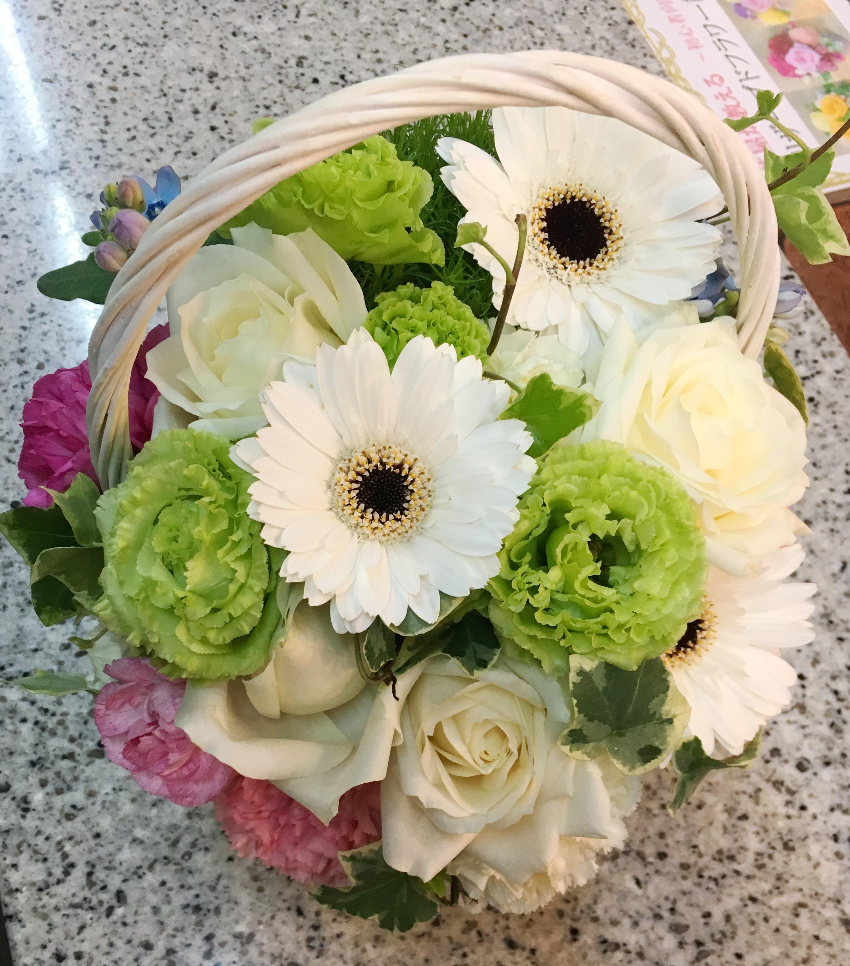 横浜市関内へ花束を即日当日配達しました!【横浜花屋の花束・スタンド花・胡蝶蘭・バルーン・アレンジメント配達事例293】