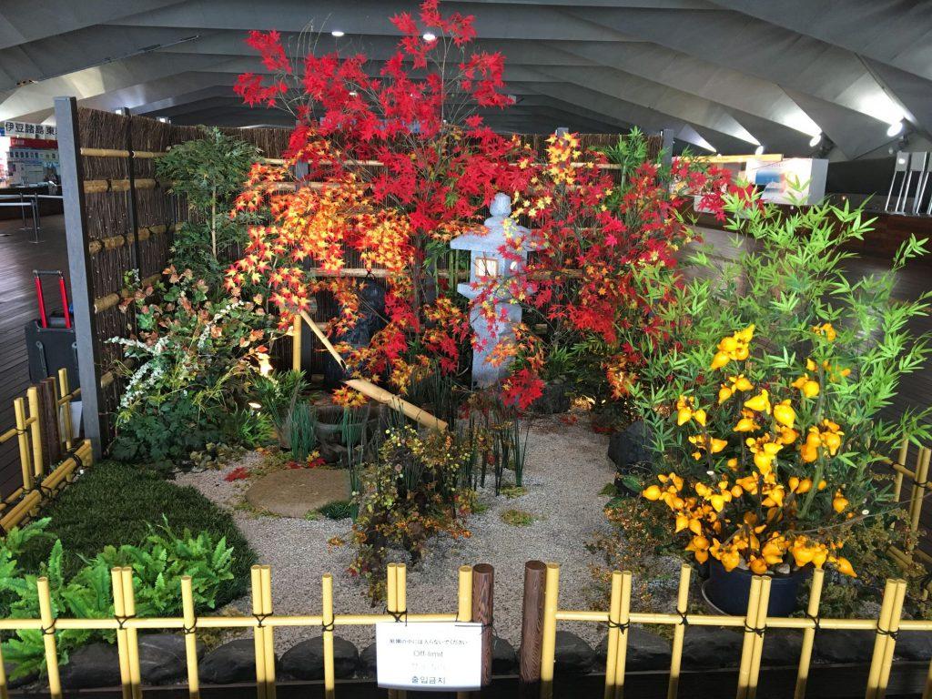 02紅葉日本庭園ディスプレイ