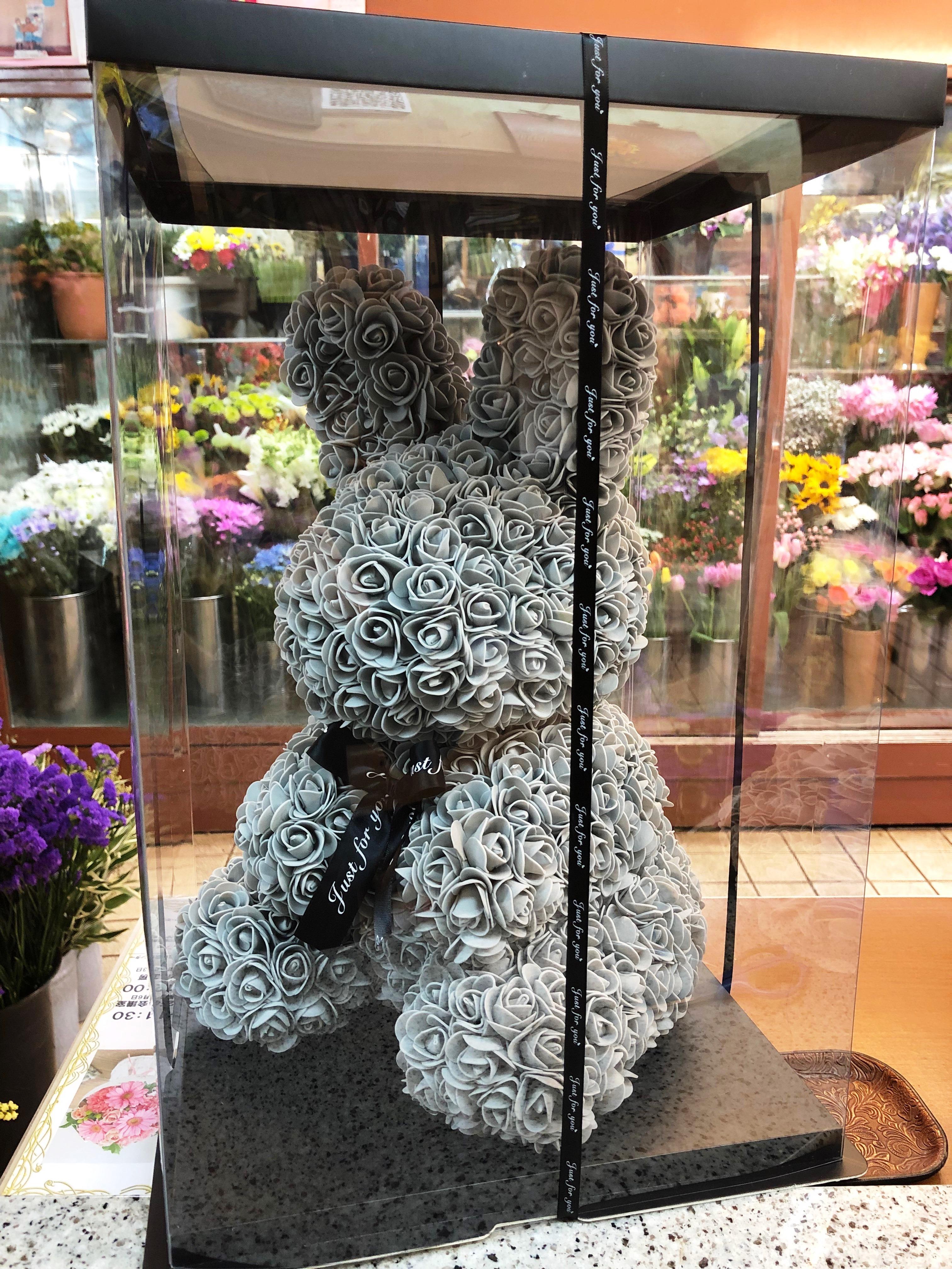 横浜市関内へウサギアレンジメントを配達しました!【横浜花屋の花束・スタンド花・胡蝶蘭・バルーン・アレンジメント配達事例321】