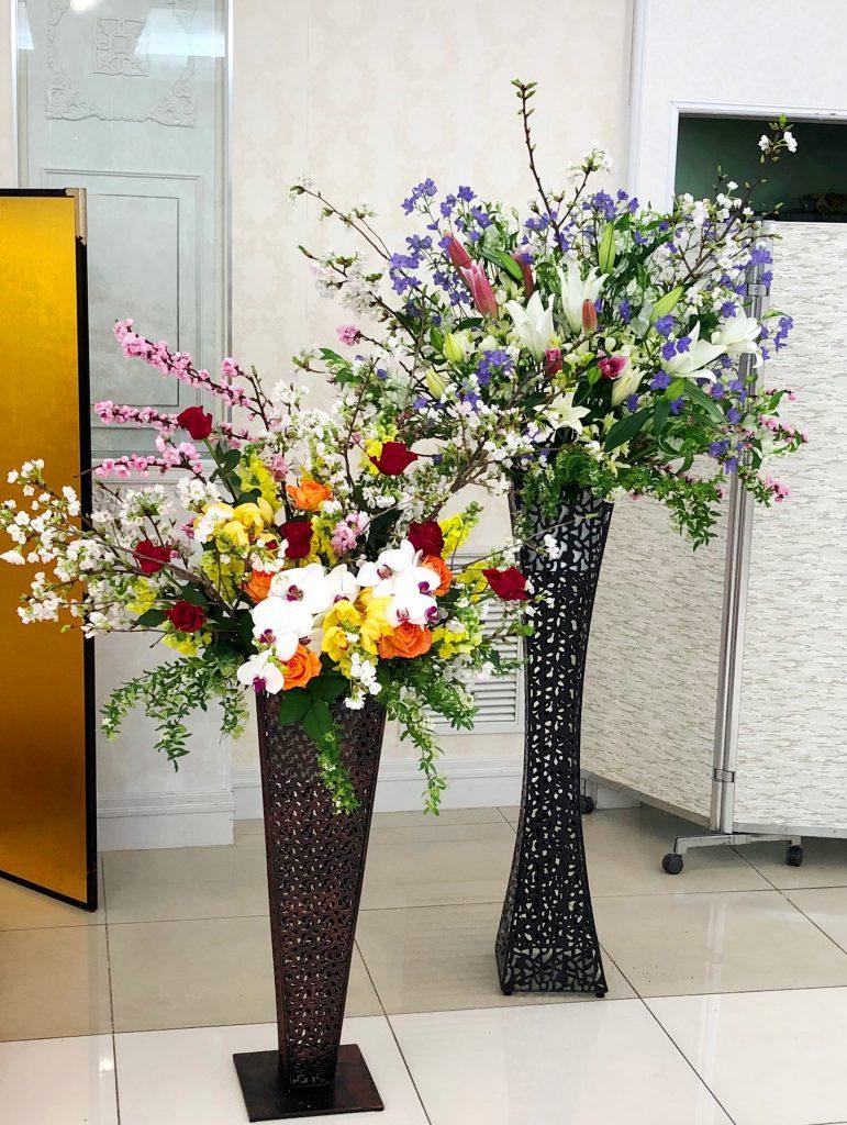 ホテルメルパルク横浜へ装花を当日即日配達しました!【横浜花屋の花束・スタンド花・胡蝶蘭・バルーン・アレンジメント配達事例327】