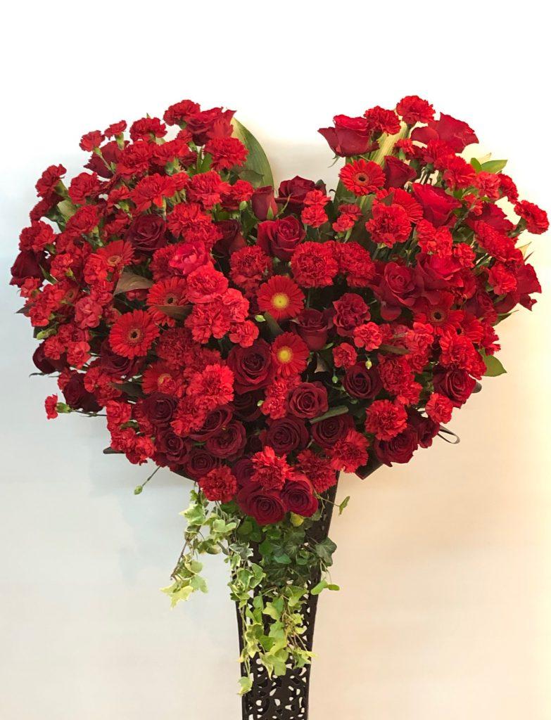 横浜市関内相生町へハートスタンド花を当日即日配達しました!【横浜花屋の花束・スタンド花・胡蝶蘭・バルーン・アレンジメント配達事例331】