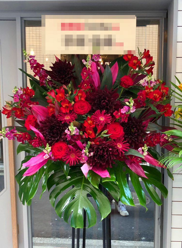 横浜市関内へスタンド花を配達しました!【横浜花屋の花束・スタンド花・胡蝶蘭・バルーン・アレンジメント配達事例358】