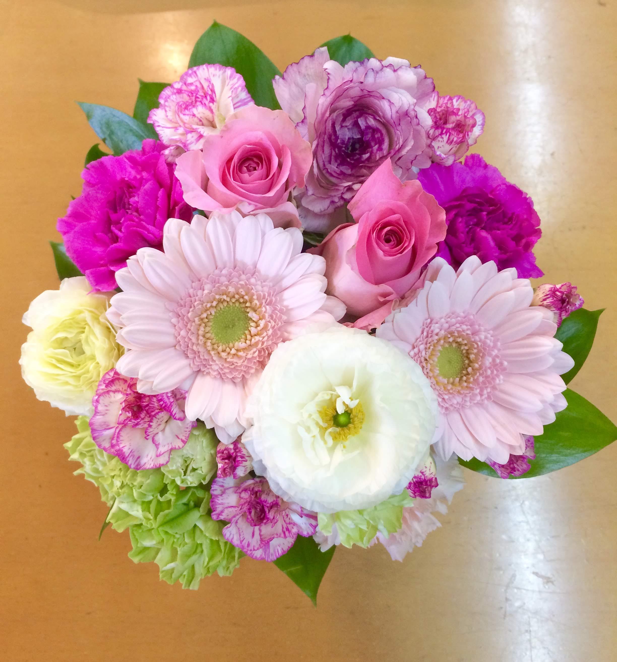 横浜市長者町のピアノ教室へスタンド花を当日即日配達しました!【横浜花屋の花束・スタンド花・胡蝶蘭・バルーン・アレンジメント配達事例348】