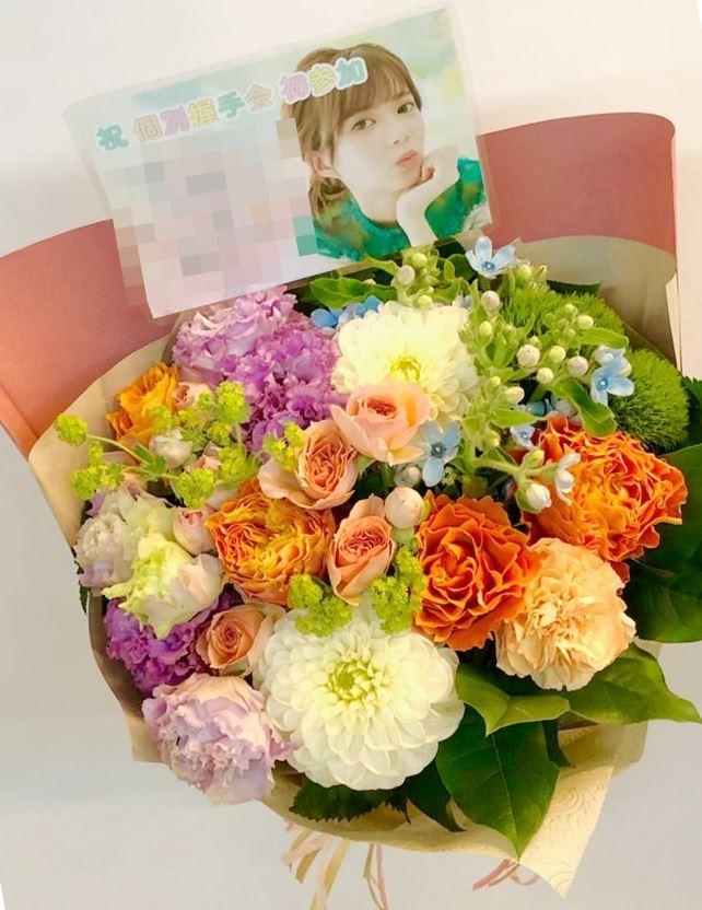 欅坂46握手会パシフィコ横浜へ祝花を配達しました!【横浜花屋の花束・スタンド花・胡蝶蘭・バルーン・アレンジメント配達事例374】