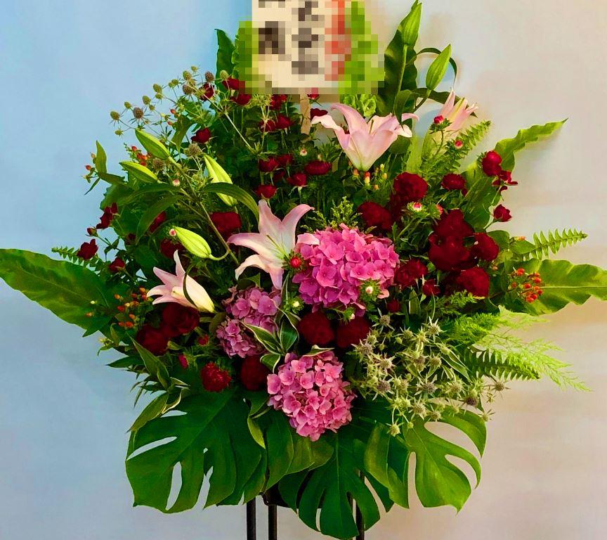 横浜関内へを花束を配達しました!【横浜花屋の花束・スタンド花・胡蝶蘭・バルーン・アレンジメント配達事例399】