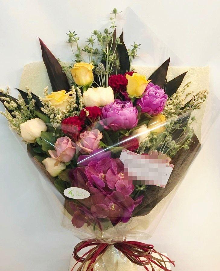 神奈川県民ホールへ花束を当日即日配達しました!【横浜花屋の花束・スタンド花・胡蝶蘭・バルーン・アレンジメント配達事例394】