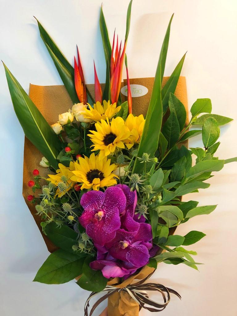 横浜市西区みなとみらいへ花束を即日当日配達しました!【横浜花屋の花束・スタンド花・胡蝶蘭・バルーン・アレンジメント配達事例401】