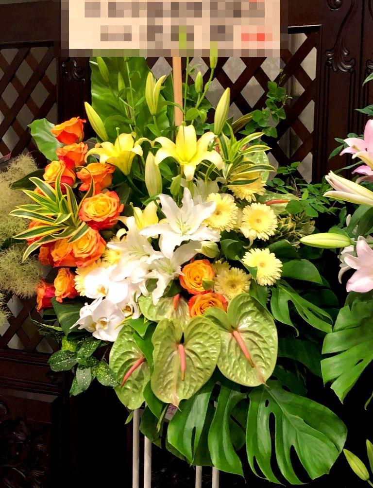 横浜メルパルクへスタンド花を当日即日配達しました!【横浜花屋の花束・スタンド花・胡蝶蘭・バルーン・アレンジメント配達事例389】