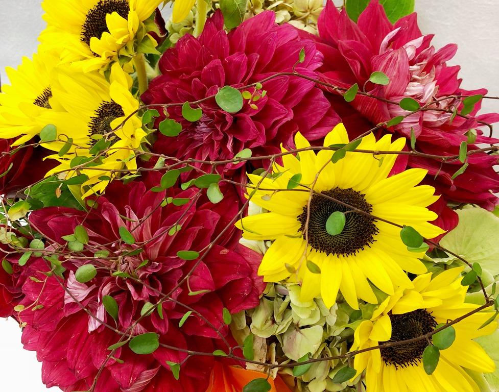 関内ホールへ花束ブーケを即日当日配達しました!【横浜花屋の花束・スタンド花・胡蝶蘭・バルーン・アレンジメント配達事例435】
