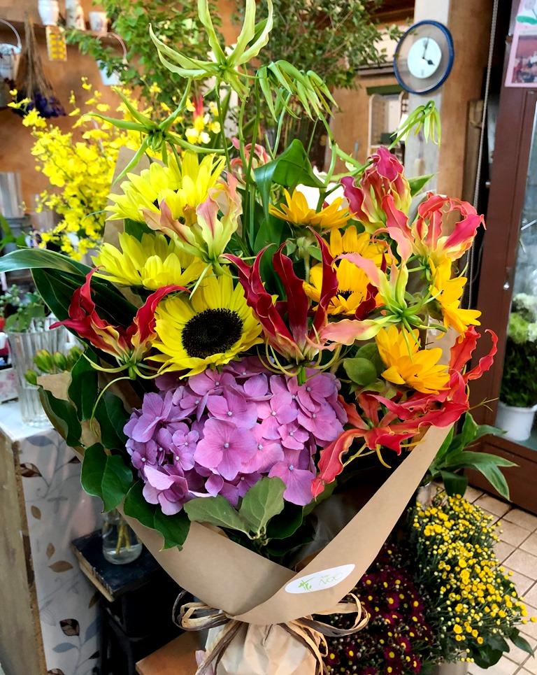 横浜市関内福富町へ花束を即日当日配達しました!【横浜花屋の花束・スタンド花・胡蝶蘭・バルーン・アレンジメント配達事例411】