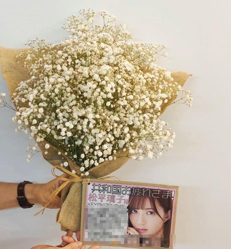 欅坂46握手会松平璃子様へカスミソウ花束を配達しました!【横浜花屋の花束・スタンド花・胡蝶蘭・バルーン・アレンジメント配達事例414】
