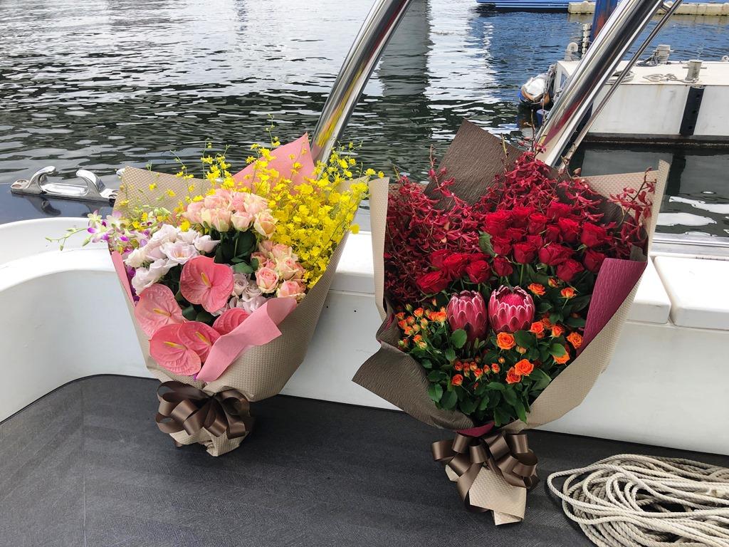 KMC横浜マリーナへ花束を配達しました!【横浜花屋の花束・スタンド花・胡蝶蘭・バルーン・アレンジメント配達事例453】