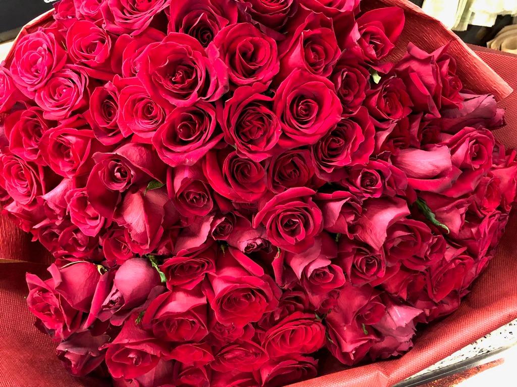 横浜市関内へバラの花束を即日配達しました!【横浜花屋の花束・スタンド花・胡蝶蘭・バルーン・アレンジメント配達事例458】