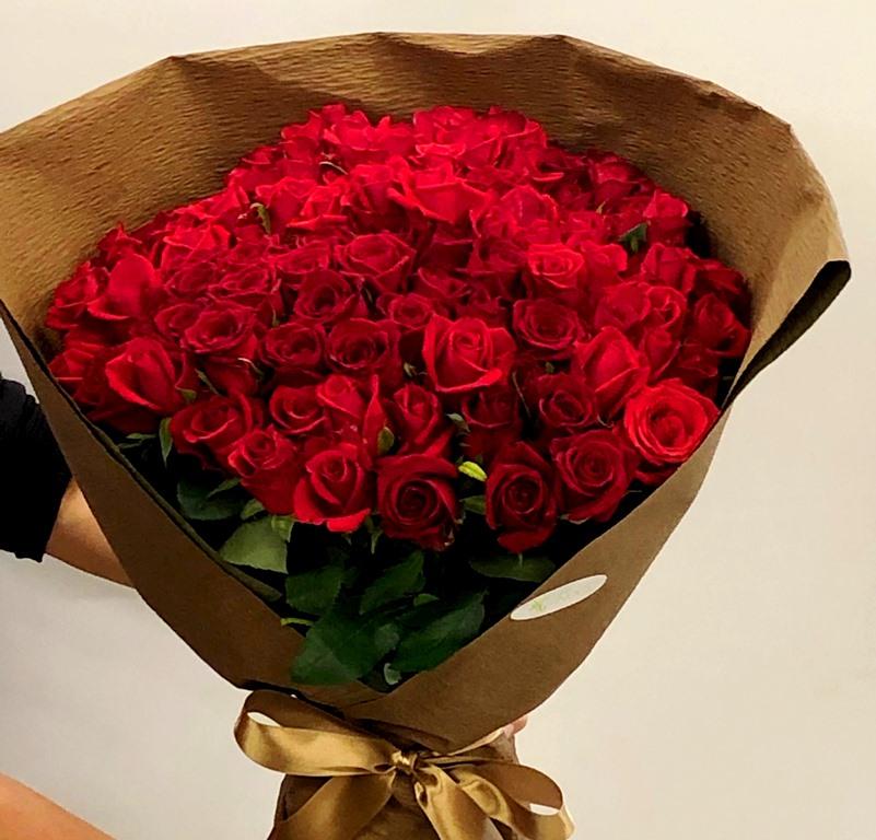 そごう横浜店へバラ100本花束を配達しました。【横浜花屋の花束・スタンド花・胡蝶蘭・バルーン・アレンジメント配達事例481】