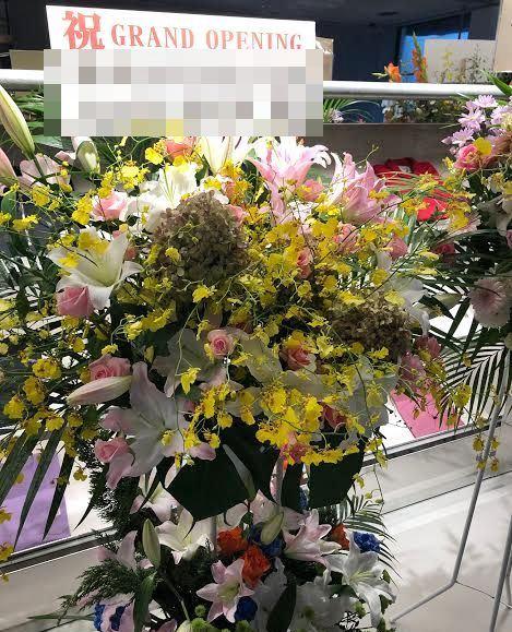 MARINE & WALK YOKOHAMAへスタンド花を配達しました!【横浜花屋の花束・スタンド花・胡蝶蘭・バルーン・アレンジメント配達事例477】