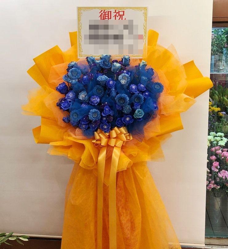横浜市へオリジナルスタンド花を配達しました。【横浜花屋の花束・スタンド花・胡蝶蘭・バルーン・アレンジメント配達事例489】