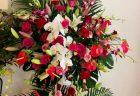 神奈川県民ホールへスタンド花を即日当日配達しました。【横浜花屋の花束・スタンド花・胡蝶蘭・バルーン・アレンジメント配達事例484】