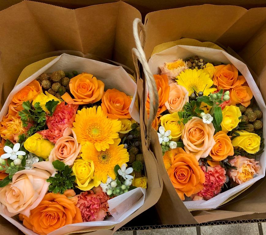 パシフィコ横浜へ花束を配達しました。【横浜花屋の花束・スタンド花・胡蝶蘭・バルーン・アレンジメント配達事例495】