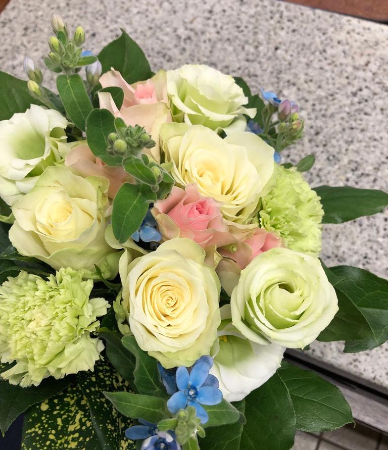 横浜市西区みなとみらいへブーケを即日当日配達しました。【横浜花屋の花束・スタンド花・胡蝶蘭・バルーン・アレンジメント配達事例518】