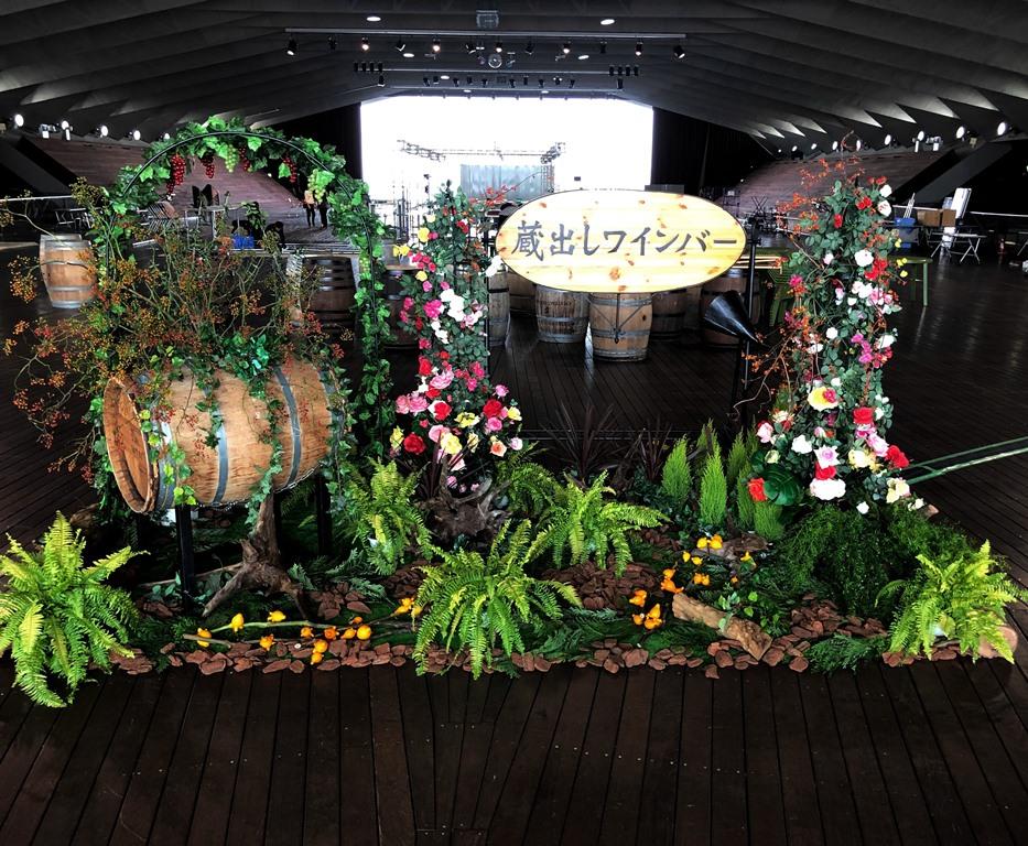 横浜港大さん橋ホールへイベント装花を施しました。【横浜花屋の花束・スタンド花・胡蝶蘭・バルーン・アレンジメント配達事例528】