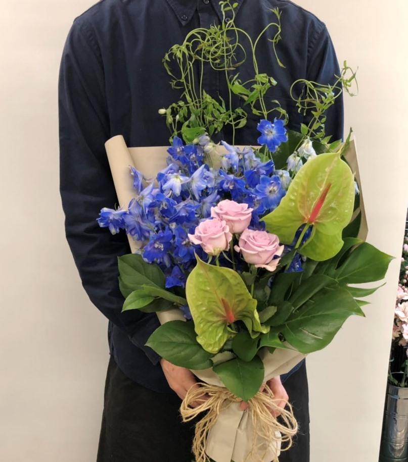 結婚式場へ花束を即日当日配達しました。【横浜花屋の花束・スタンド花・胡蝶蘭・バルーン・アレンジメント配達事例562】