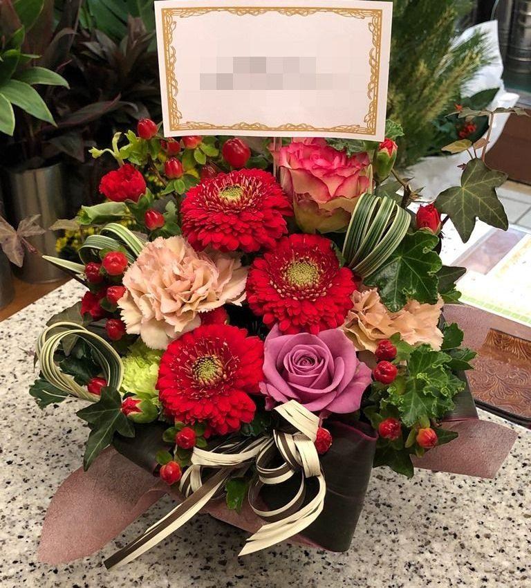 関内へお誕生日用のアレンジメントを即日当日配達しました。【横浜花屋の花束・スタンド花・胡蝶蘭・バルーン・アレンジメント配達事例563】