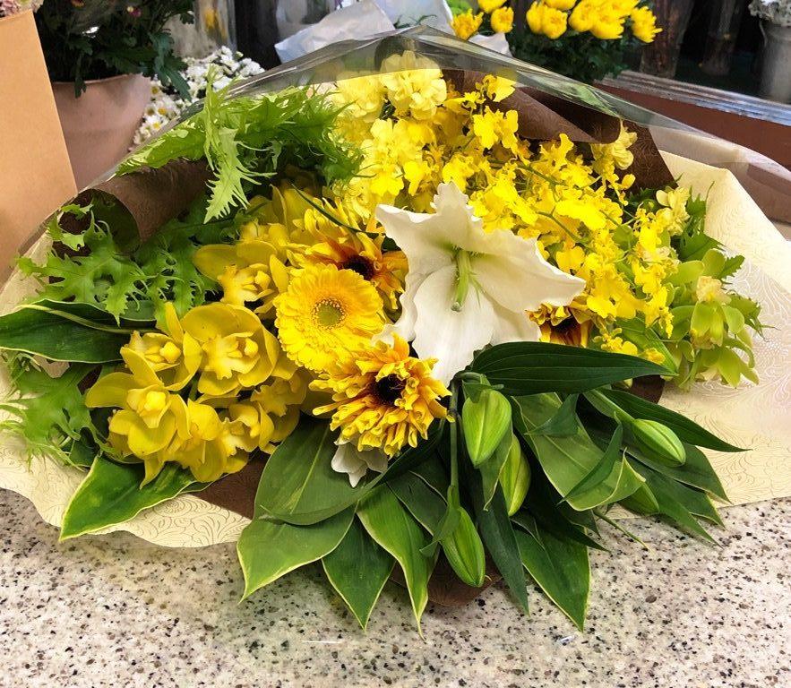 横浜市山下町へ花束を即日当日配達しました。【横浜花屋の花束・スタンド花・胡蝶蘭・バルーン・アレンジメント配達事例542】