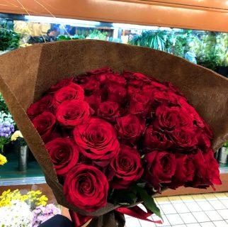 横浜市野毛町へバラの花束を配達しました。【横浜花屋の花束・スタンド花・胡蝶蘭・バルーン・アレンジメント配達事例539】